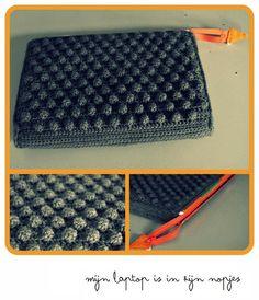 Miza Vanila: Oh granny! Diy Crochet, Crochet Hooks, Crochet Stitches, Crochet Patterns, Crochet Clutch Bags, Diy Laptop, Knitting Wool, Crochet Videos, Crochet Fashion