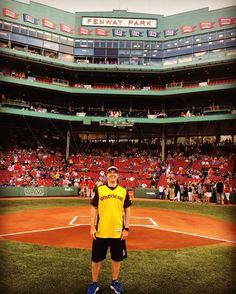 #flashbackfriday Just a few weeks ago on my annual Fenway trip I had the honor to go into the field and take this photo. I have been a Red Sox fan pretty much my whole life. I feel so very lucky to have had this opportunity and it is for sure #bucketlist worthy!! #Fenway #RedSox #Boston #BostonRedSox #RedSoxFan #BoSox #BigPapi #Ortiz #RSN #RedSoxNation #MyFenway #Fan4Life #LifetimeFan #FanForLife #This #Love #Life #Baseball #Fun #Memories #Traditional #EveryYear @redsox @mlb @davidortiz…
