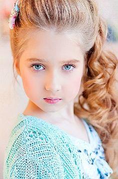 Russian child model Dasha Chendekova. Stunning Girls, Beautiful Little Girls, Beautiful Children, Cute Small Girl, Cute Kids, Cute Babies, Kids Fashion Photography, Children Photography, Young Models
