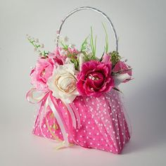 Alternative to a traditional wedding bouquet. Candy Flowers, Crepe Paper Flowers, Deco Floral, Floral Design, Tea Party Decorations, Chocolate Bouquet, Floral Bags, Candy Bouquet, Flower Boxes