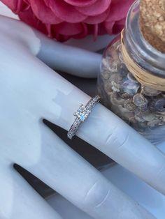 Jonc en or blanc avec diamants Wedding Rings, Engagement Rings, Jewelry, Bangle Bracelet, Engagement Ring, White Gold, Wedding Ring, Enagement Rings, Jewlery
