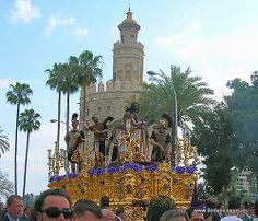 """#Sevilla capital - Semana Santa """"Las Cigarreras"""" GPS 37.382828, -5.996197  Foto de Paco Bélmez La Semana Santa de Sevilla es la conmemoración de la pasión y muerte de Cristo a través de las procesiones que realizan las cofradías a la Catedral de la ciudad durante el periodo comprendido entre el Domingo de Ramos y el Domingo de Resurrección. A lo largo de esos días, 61 cofradías realizan su recorrido por las calles y 11 más lo hacen en los 2 días previos, Viernes de Dolores y Sábado de…"""