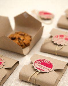 Biscuit packaging DIY template for gifts - Geschenke. DIY - Katharina says … Everyone loves cookies # Cookie Monster StudioStories. likes this. Homemade Gifts, Diy Gifts, Diy Gift Box, Cookie Box, Cookie Gifts, Cookie Favors, Food Packaging, Packaging Ideas, Packaging Design
