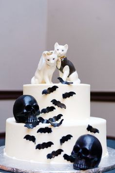 Bats and cats wedding cake