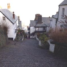 No not my holiday pic, I'm was at work here today! We are very proud to act for #Clovelly #NDevon Rent a great home! pic.twitter.com/yHjIIF1u60