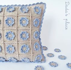Dada's place: Little flower crochet pillow