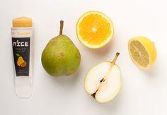 Knijpijsje Peer + Sinaasappel. Een klassieker, gemaakt van pure peren en versgeperst sinaasappelsap.