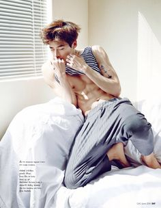 Actor Lee Jong Suk shed his little boy image and showed off his muscular abs. Actor Lee Jong Suk shed his little boy image and showed off his muscular abs. Lee Jong Suk 2016, Lee Jong Suk Ceci, Jong Hyuk, Lee Hyun Woo, Asian Celebrities, Asian Actors, Korean Actors, Korean Idols, Korean Drama