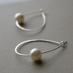Pearl & hammered wire earrings - stunning simplicity