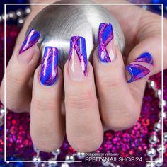 #trends #trendstyle #strypes #nailart #nails Diesen Streifenlook könnt Ihr ganz einfach mit dem Farbgel glossy sapphire (Art. Nr.: 7520), Nailart Pinstripes pink (Art. Nr.: 2481) und dem Jolifin Nail-Art Pen magenta Glitter (Art. Nr.: 7313) erstellen. Viel Spaß beim Ausprobieren!