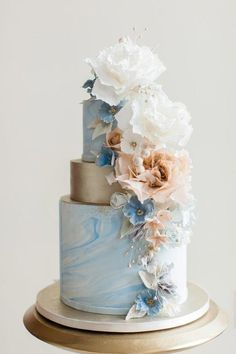 Modern Wedding Cakes Gorgeous floral wedding cake - Planning a winter wedding? Check out these romantic lush blue and grey wedding ideas from the Estate at Sunset Farm. Black Wedding Cakes, Floral Wedding Cakes, Elegant Wedding Cakes, Floral Cake, Elegant Cakes, Beautiful Wedding Cakes, Wedding Cake Designs, Wedding Ideas, Cake Wedding