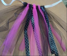 Tutu Craft for girls parties. How to make a girls birthday tutu using tulle and ribbon. No sew and easy to make. No Sew Tutu, Diy Tutu, How To Make Tutu, Birthday Tutu, Birthday Parties, Halloween Disfraces, Crafts For Girls, Madame, Diy Fashion