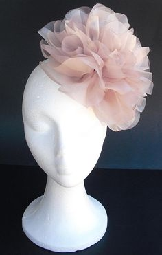 Items similar to Pale pink (dust pink) fascinator, bridal fascinator with big pink and black organza flowers on Etsy Sombreros Fascinator, Bridal Fascinator, Fascinator Hats, Fascinators, Headpieces, Head Accessories, Bridal Accessories, Spring Racing Carnival, Tea Party Hats