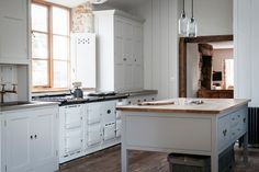 DOMINO:Kitchen Design We Should (And Can) Be Stealing From the English