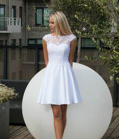 Konfirmationskjoler 2018 ! Vi er utrolige glæde for at kunne præsentere vores kollektion 2018! Modest White Dress, Little White Dresses, Lace Dress, Confirmation Dresses White, White Communion Dress, Dance Dresses, Flower Girl Dresses, Simple Homecoming Dresses, Shower Dresses