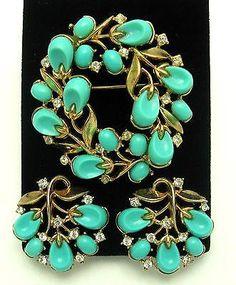 Vintage TRIFARI 1956 Pebble Beach Turquoise Lucite Brooch and Earrings Set