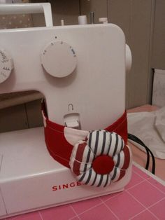 Glorious All Time Favorite Sewing Projects Ideas. All Time Favorite Top Sewing Projects Ideas. Techniques Couture, Sewing Techniques, Sewing Hacks, Sewing Crafts, Sewing Projects For Kids, Diy Projects, Sewing Pillows, Sewing Studio, Sewing Rooms