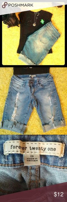 💢BUY 1 ITEM AT FULL PRICE GET 2ND 50% OFF💢 Forever twenty one distressed cuttoff shorts. Size 28 Very good condition Forever 21 Shorts Jean Shorts