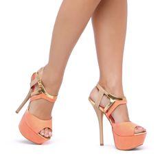 Cuando no encuentras algo que ponerte, darle protagonismo a tus zapatos es la mejor opción