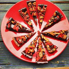 Goji berries - dark chocolate and pecan nuts - can life get any better? Pecan Nuts, Vegetable Pizza, Sweet Treats, Berries, Healthy Recipes, Vegan, Canning, Chocolate, Vegetables