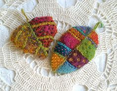 Fabulous tutorial for a handmade leaf brooch with beading and embroidery. Exquisite!