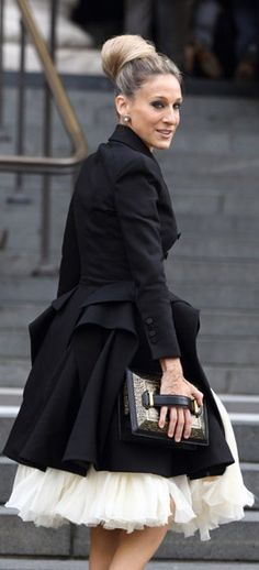 I adore this fifties silhouette on SJP and love the retro updo. Streetstyle