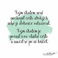 Tvoje cesta je jedinečná, a kvůli něčemu tu jsi. Nikdy na to nezapomeň. ☕ #sloktepo #motivacni #hrnky #miluji #zivot #kafe #darek #domov #dokonalost #dobranalada #stesti #rodina #laska #pozitivnimysleni #inspirace #nakupy #novinka #styl #czech #czechboy #czechgirl #praha