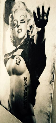 Marilyn Loved the Raiders! Football Girls, Nfl Football, American Football, Raiders Stuff, Raiders Girl, Okland Raiders, Raiders Players, Oakland Raiders Images, Oakland Raiders Football