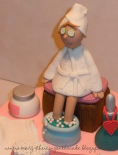 A Day at the Spa - Feet soaking in piping gel, eyes covered with gum paste cucumbers and a soft fondant terry robe - that's the way a cake decorator pampers herself! Spa Birthday Cake, Happy Birthday Dog, Birthday Cakes For Women, Adult Birthday Party, 11th Birthday, Birthday Nails, Birthday Ideas, Spa Cake, Biscuit