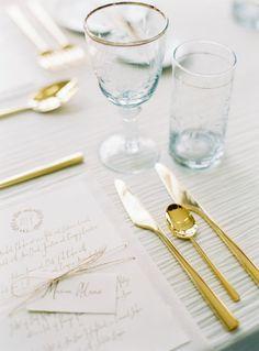 O dourado pode ser incluído de diversas formas em sua decoração, para um casamento dourado na medida certa!