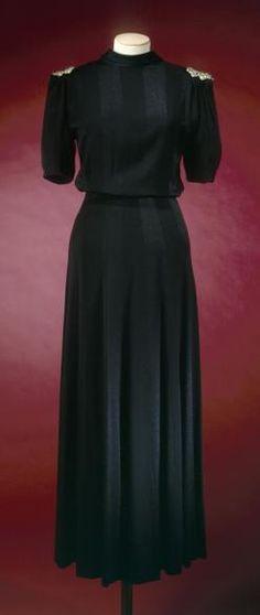 1937-1938 Jeanne Lanvin evening dress. Back view. Palais Galliera