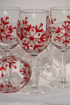 Enjoying a glass of wine can only be more special with these beautiful hand painted Christmas wine glasses. The set makes a nice Christmas