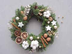 Christmas Tree Design, Christmas Gift Decorations, New Years Decorations, Cozy Christmas, Christmas Crafts, Christmas Ornaments, Navidad Diy, Christmas Arrangements, Diy Weihnachten