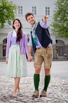 Dirndl mit kontrastierendem Schürzenband aus dem Salzburger Heimatwerk. | S❤ Lederhosen, Traditional Outfits, Dame, Hipster, Clothes, Style, Fashion, Men, Traditional Clothes