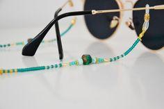 Handmade Accessories, Jewelry Accessories, Jewelry Design, Eyeglass Holder, Turquoise Glass, Eyeglasses, Beaded Jewelry, Jewelry Making, Chain