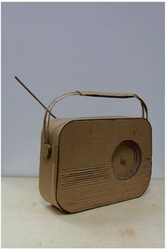Radio vintage en carton Radios, Vintage Diy, Vintage Ideas, Kids Tv, Michael Kors Jet Set, Dyi, Diy Crafts, Retro, Bags