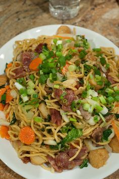 Filipino Pansit Canton Recipe NOW that's some good eating! I so miss Filipino food! Filipino Dishes, Filipino Recipes, Asian Recipes, Filipino Food, Ethnic Recipes, Pinoy Recipe, Asian Foods, Filipino Pancit, Filipino Noodles