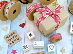 #packaging #Christmas #ribbons #stamps #Navidad #Eastofindia www.thecraftcakemamashop.com