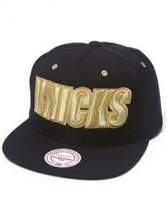 Mitchell   Ness Men New York Knicks Black   Gold Snapback Hat Black 1SZ 24180e0b5cd