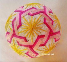 絹てまり「ねじり梅」白地、ピンクの花 手まり 手毬 手鞠|その他インテリア雑貨|てまり - ねこ|ハンドメイド通販・販売のCreema