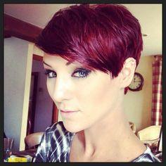 Magnifique coupe de cheveux court pour femme 2014 avec une jolie coloration mauve