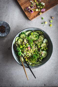 Aasialainen kurkku-edamamesalaatti (V, GF) – Viimeistä murua myöten Food Goals, Tofu, Sprouts, Vegetarian Recipes, Yummy Food, Salad, Vegetables, Food Food, Waiting