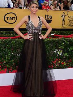 Na noite do último domingo, 25 de janeiro, aconteceu a cerimônia de premiação do Screen Actors Guild Awards, em Los Angeles, nos Estados Unidos. Como de costume, as celebridades agradaram, decepcionaram e surpreenderam com os looks escolhidos para o tapete vermelho. Rosamund Pike, por exemplo, dividiu opiniões mais uma vez, com modelo assinado por Christian …