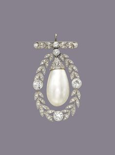 A BELLE ÉPOQUE NATURAL PEARL AND DIAMOND BROOCH/PENDANT