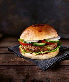 Veggie-Burger mit krossen Buchweizenstreuseln, Foto: © Hubertus Schüler, Justyna Krzyzanowska