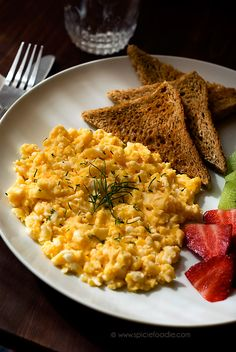 Tips Eggs Sunday Snapshots: Sunday Breakfast and Egg Cooking Tips by SpicieFoodie Healthy Meal Prep, Healthy Eating, Healthy Recipes, Healthy Junk Food, Healthy Drinks, Healthy Breakfast Snacks, Breakfast Cooking, Plats Healthy, Food Goals