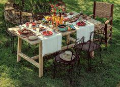 Existem várias ideias diferentes para compor uma mesa de refeições com pitadas de originalidade, mas uma solução costuma nos agradar em especial: a combinação de jogo americano e caminho de mesa.