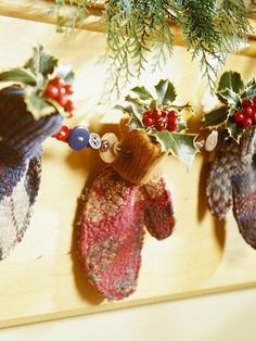 Put a button collection and mismatched mittens to use for this homespun holiday garland. Thread buttons and mittens onto wire and tuck a holly sprig inside each mitten, securing with a dab of hot glue. Noel Christmas, Merry Little Christmas, Country Christmas, Winter Christmas, Christmas Ornaments, Xmas, Cottage Christmas, Simple Christmas, Christmas Ideas