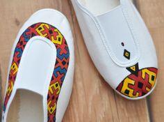 Balerini geometrici (60 LEI la CeasuriMuzicale.breslo.ro) Vans Classic Slip On, Romania, Crocs, Sandals, Sneakers, Fashion, Geometry, Tennis Sneakers, Shoes Sandals