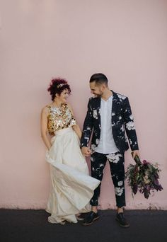Here are 25 edgy floral groom's suits; from Weddingomania Floral attire and accessories are extremely trendy for groom's look, and if last year we mostly saw floral ties and sometimes shirts, this Alternative Wedding Dresses, Sexy Wedding Dresses, Wedding Suits, Wedding Attire, Groom Outfit, Groom Attire, Groom Dress, Groom Suits, Mens Suits